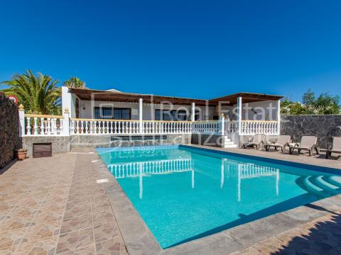 For sale Villa Puerto del Carmen Lanzarote Photo 1